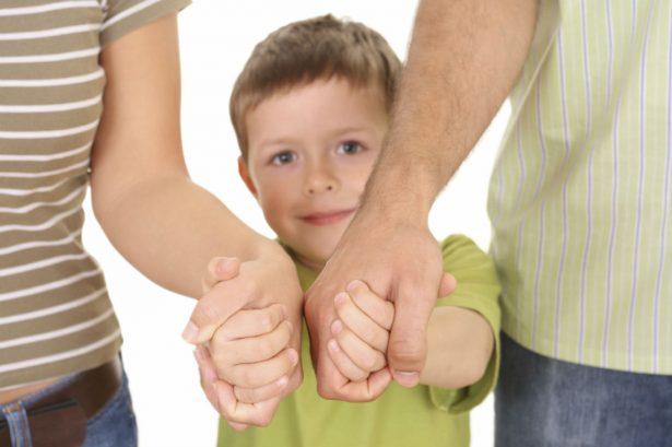 Как пережить аутизм ребенка, оставаясь одной семьей