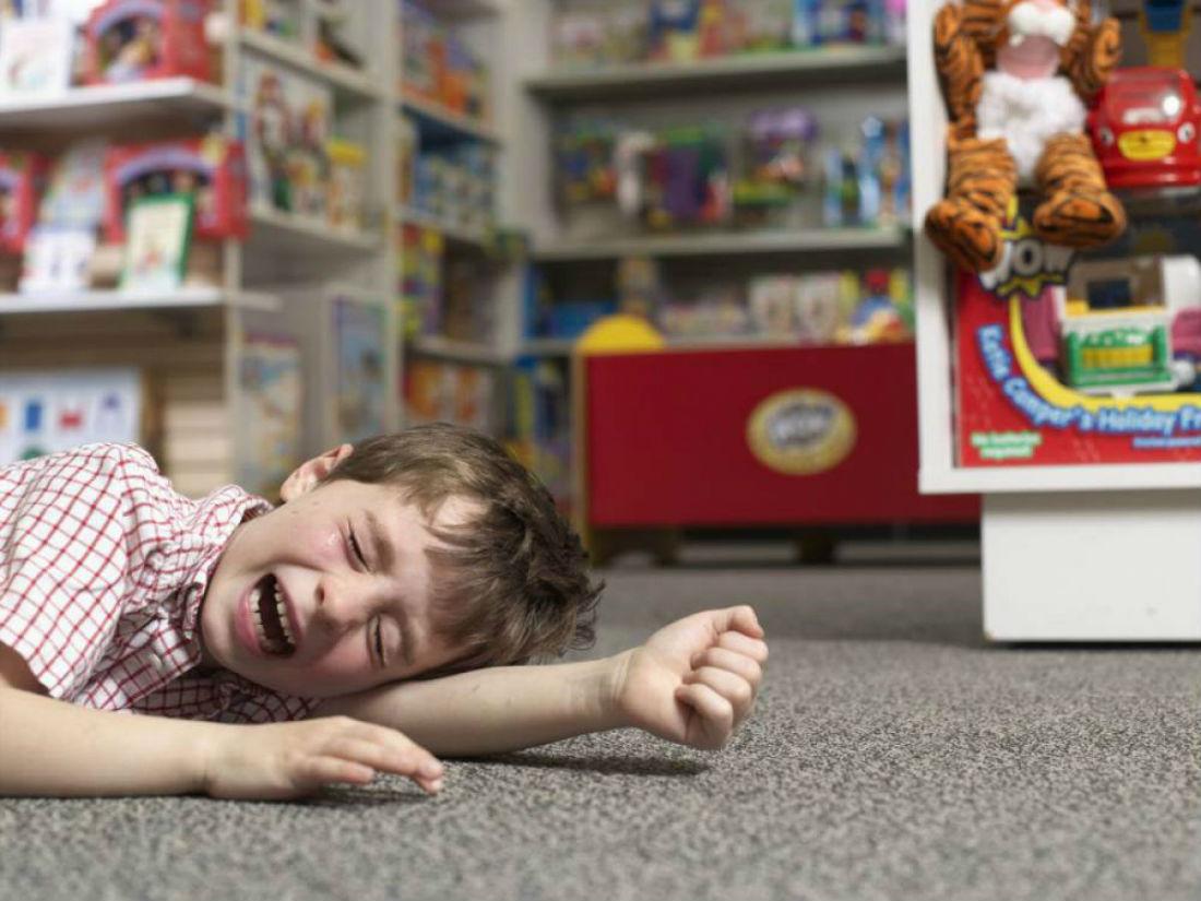 Срывы и уходы в себя у детей с РАС: сходства и различия