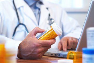 doctor_laptop_medicine_bottle1